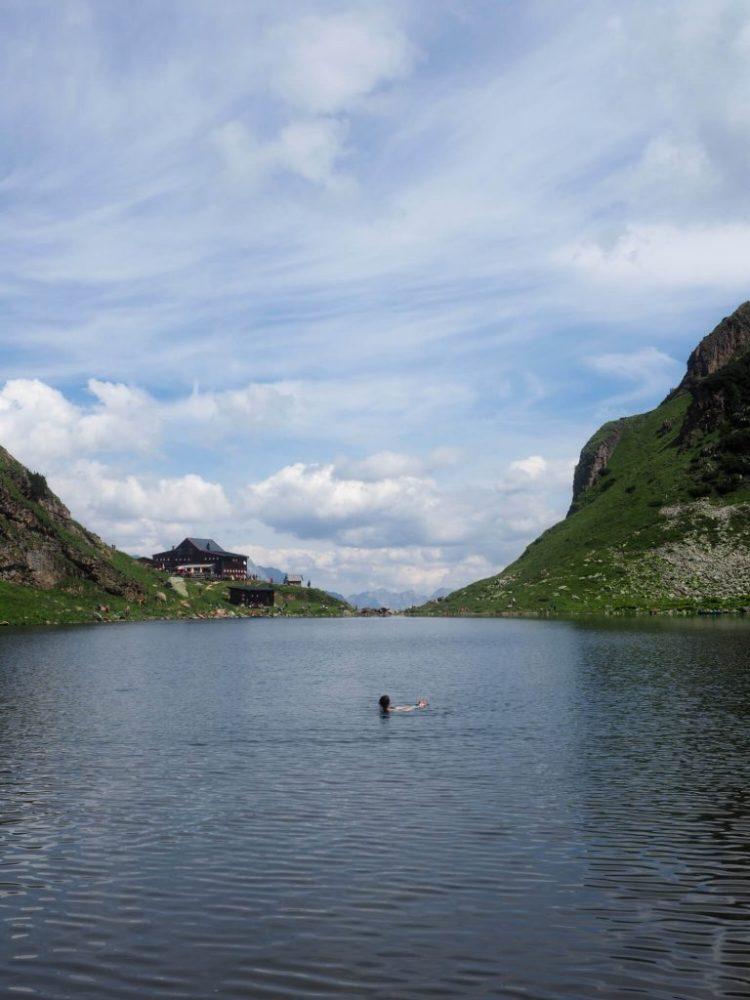Zwemmen in de Wildsee in Fieberbrunn