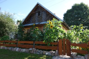 Polish_house_with_sunflowers 2