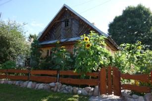 Polish_house_with_sunflowers 2