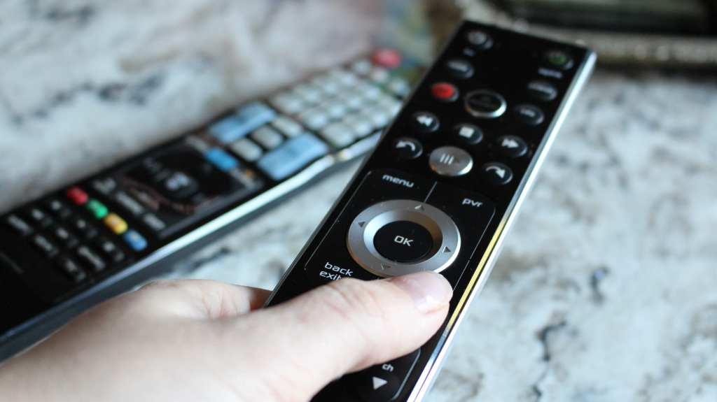 10 tips for preparing your guest room for house guests. Tip #6 show your guests how to operate your remotes.