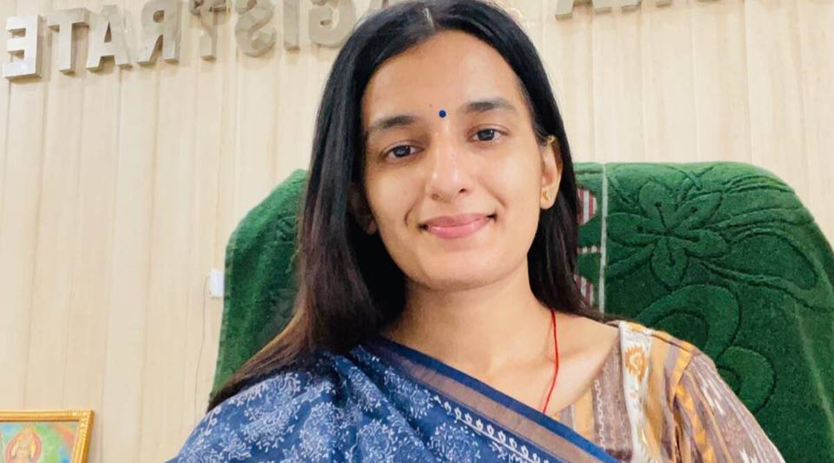 PCS Success Story: Sangeeta Raghav of Gurugram studied for 13 hours and cleared UPPSC Exam in her second attempt