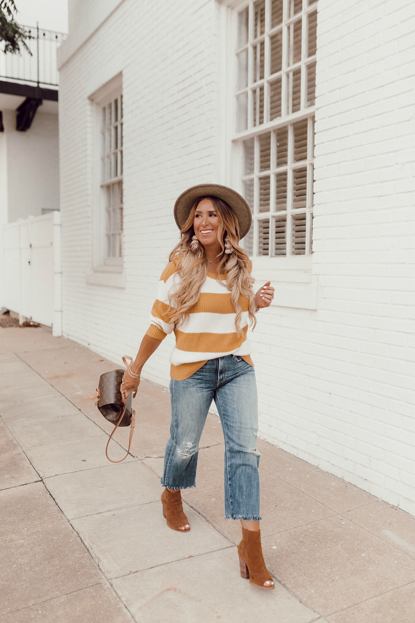 Fall outfit ideas with denim on JanuaryHart.com