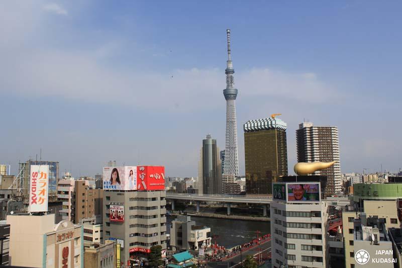 Vue de la Tokyo SkyTree depuis l'observatoire de l'office de tourisme d'Asakusa.