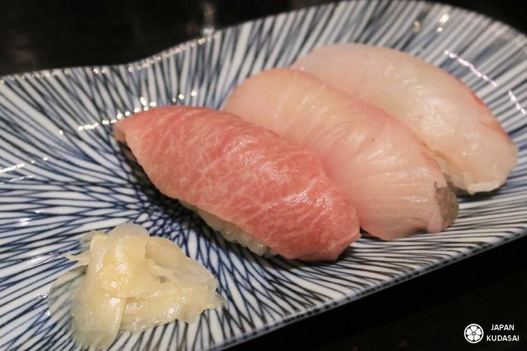 Le thon rouge gras au premier plan