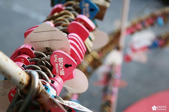 cadenas coeur romantique amoureux au Japon