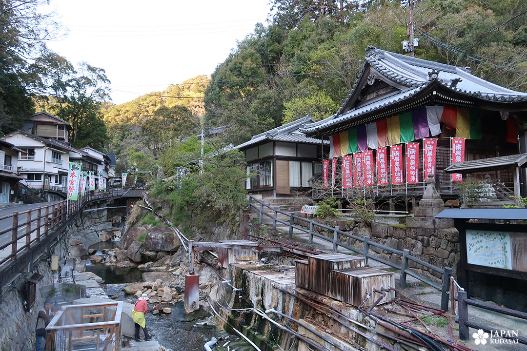 temple yunomine onsen