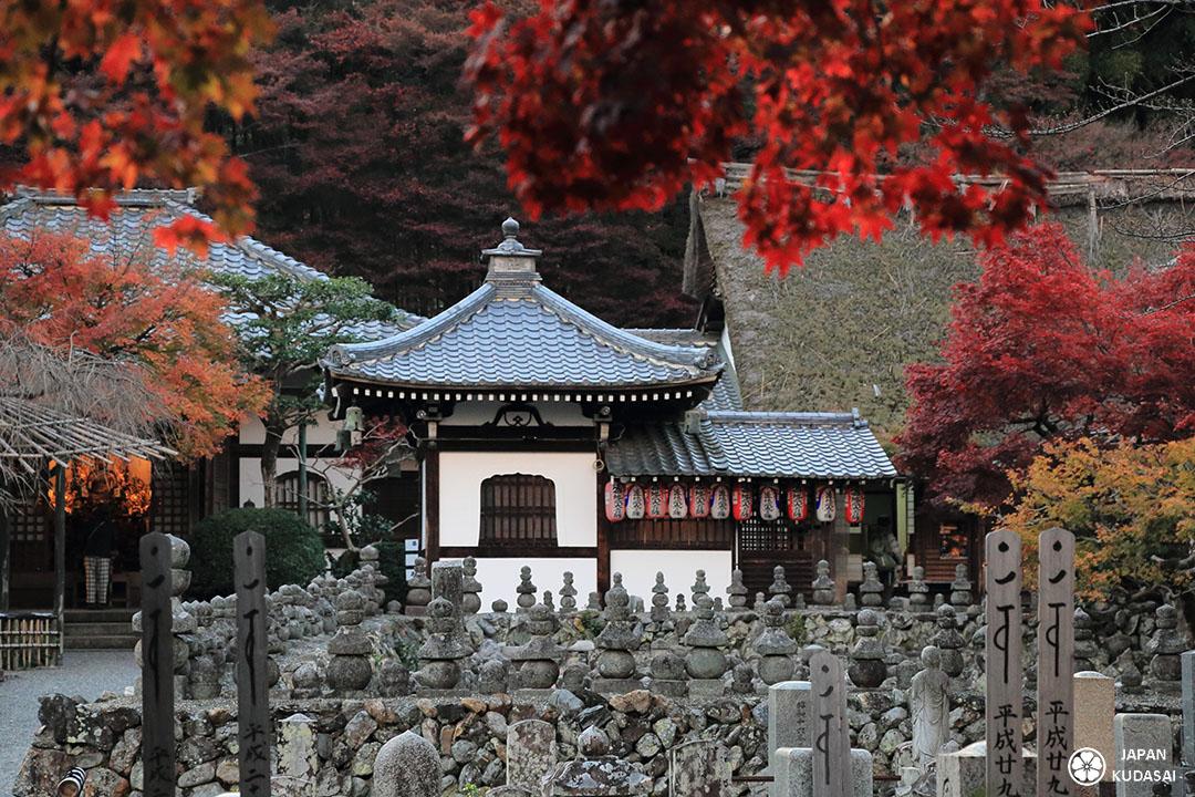 temple de nenbutsu-ji avec ses 8000 statues de pierre