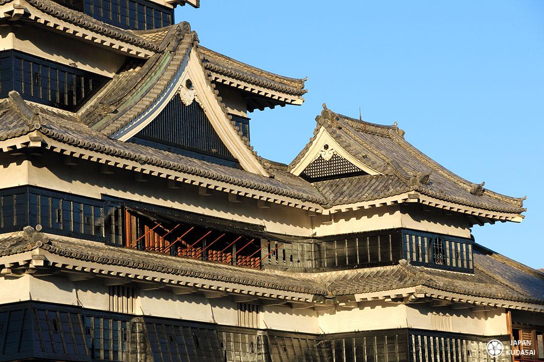 détail de la toiture du château de Matsumoto