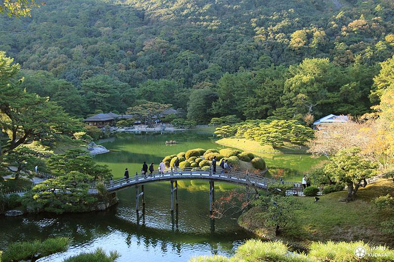 Pont célèbre du jardin de Ritsurin à Takamatsu