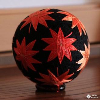 boule de tissu diy orange et rouge feuille d'érable