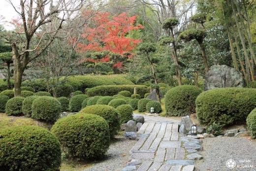 Japan kudasai, blog de voyage au Japon, vous fait découvrir le jardin shokado ou shoukadou garden proche de yamata est vert, calme, plein de bambous et d'érables. Très joli avec ses pavillons de thé.