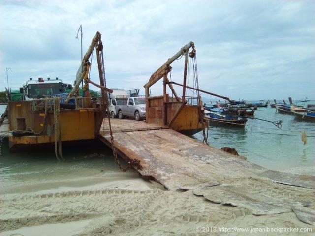 ゴミ収集船