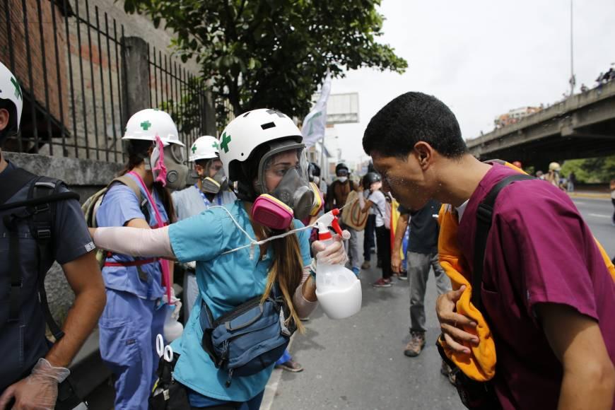 Gunmen kill Venezuelan judge at barricade as unrest over Maduro's rule worsens