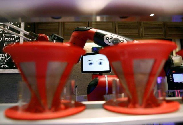 Resultado de imagen de Robotic barista serves coffee to customers at Shibuya cafe in central Tokyo