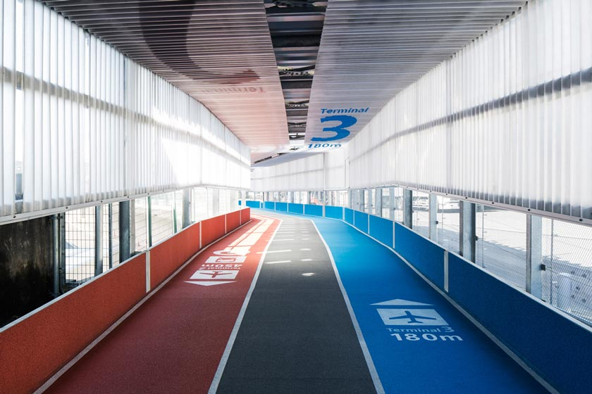 https://i1.wp.com/www.japantrends.com/japan-trends/wp-content/uploads/2015/04/narita-international-airport-terminal-3-running-track-design-muji-5.jpg