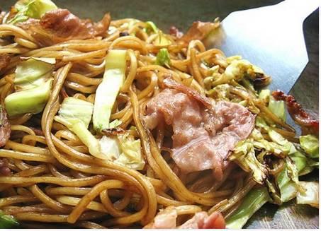 Comida Popular no Japão Yakisoba