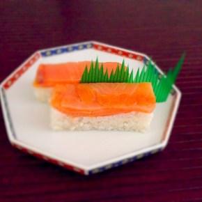 Oshizushi au saumon fumé サーモンの押し寿司
