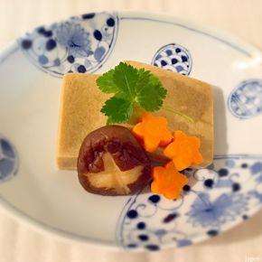Nimono de kōya-dōfu (tofu sec) 高野豆腐の煮物