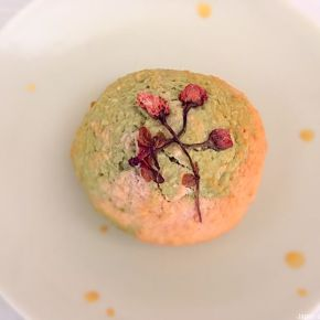 Gâteau à la noix de coco macha et fleur de cerisier 桜の花抹茶ココナッツケーキ