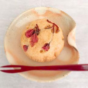 Pain à la vapeur à la fleur de cerisier marinée さくら蒸しパン