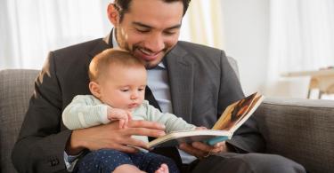اختيار قصص للأطفال الرضع حسب العمر