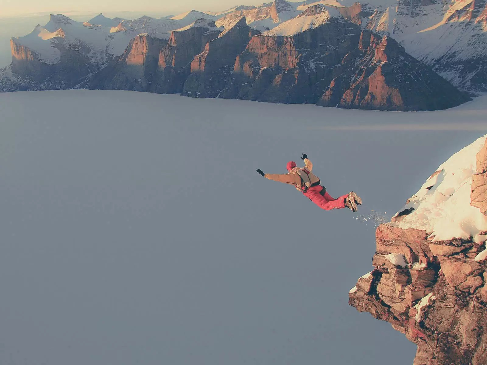 extreme-sport-from-rock-climbing-to-mountain-parachuting-2