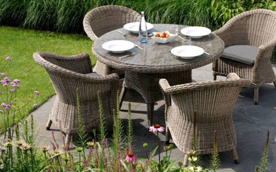 fabrication locale liege de tables et de chaises de jardin de qualite construit avec les technologies avancees de pme locale