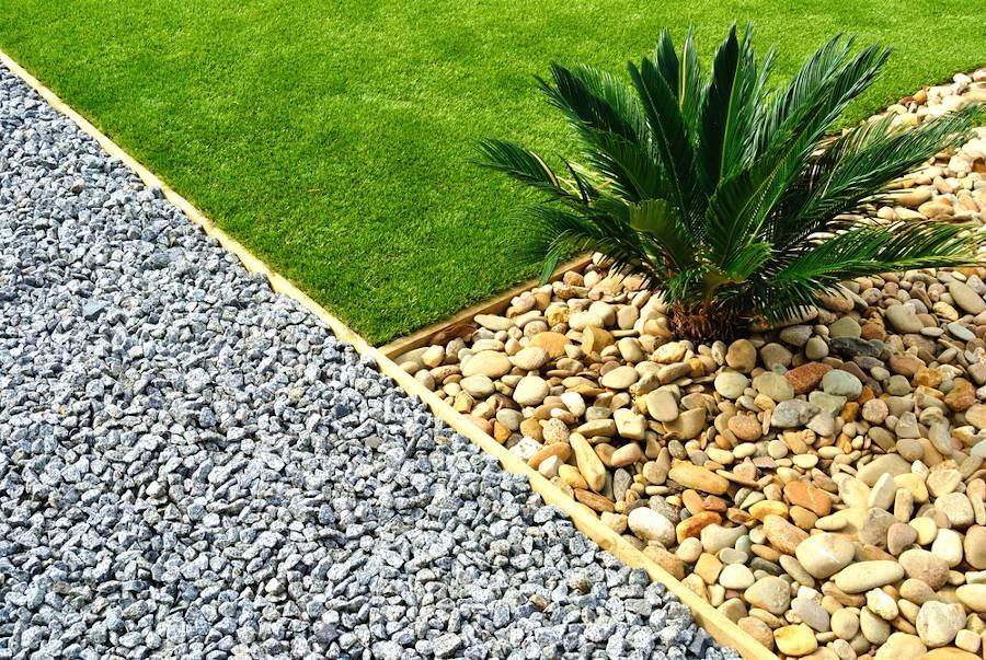 jardin avec du gravier ou des cailloux