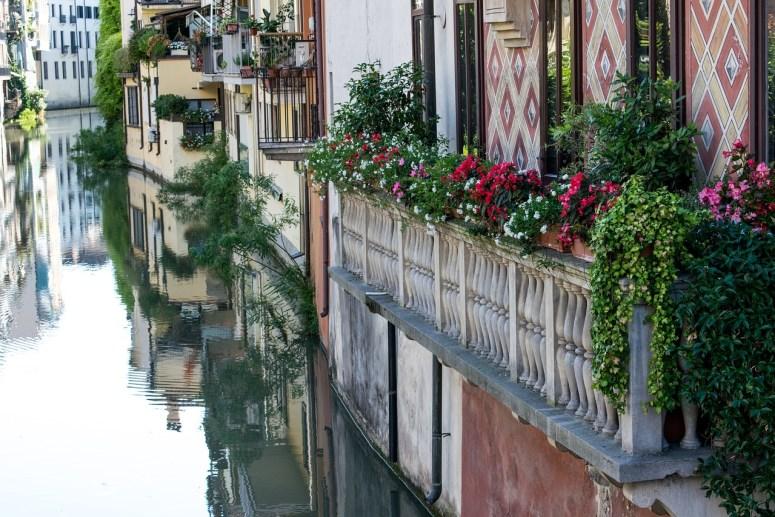 Un très bon exemple de balcon fleuri