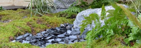 Ardoise dans un jardin japonais en kiy