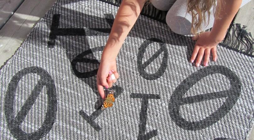 Fjäril på matta