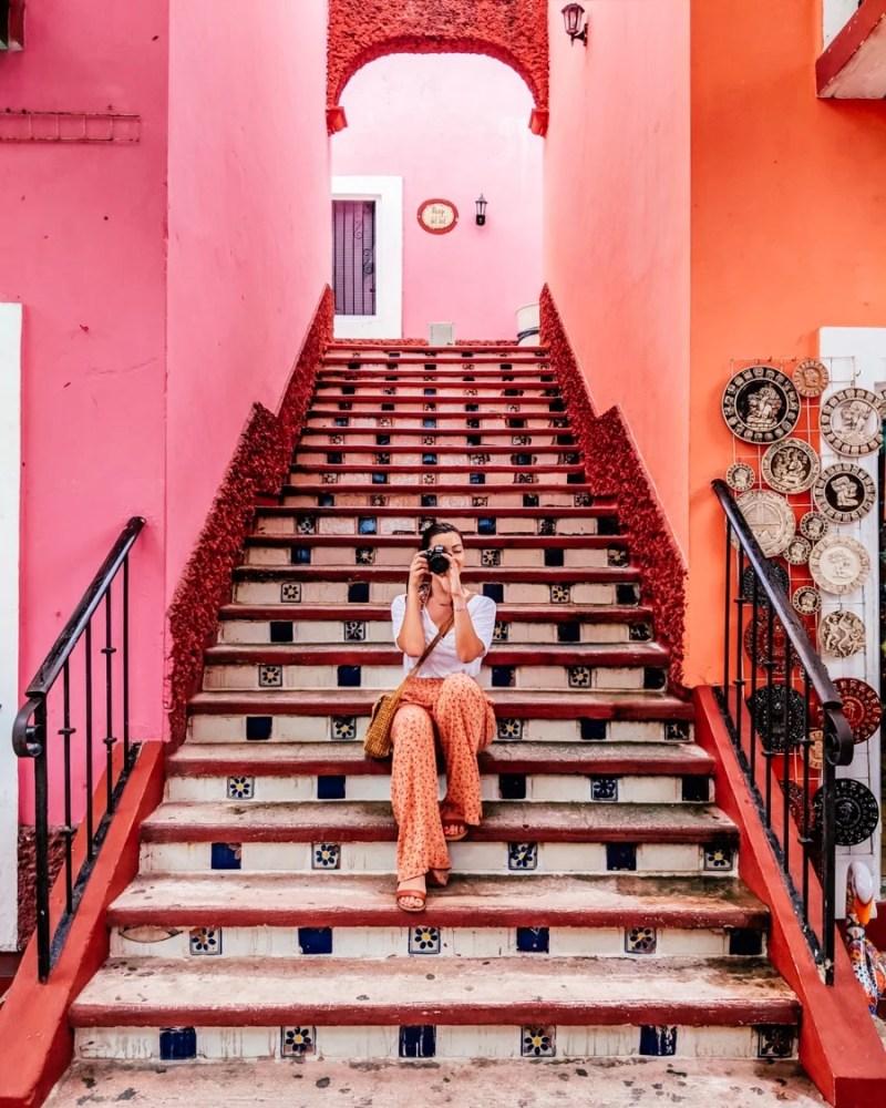 mercado 28 cancun pink stairs girl