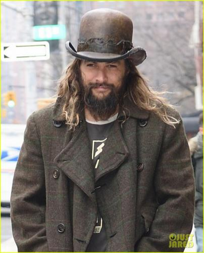 jason-momoa-shows-off-his-unique-style-while-out-to-lunch-with-lisa-bonet2-17