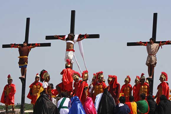 Crucifixion-Reenactment-580