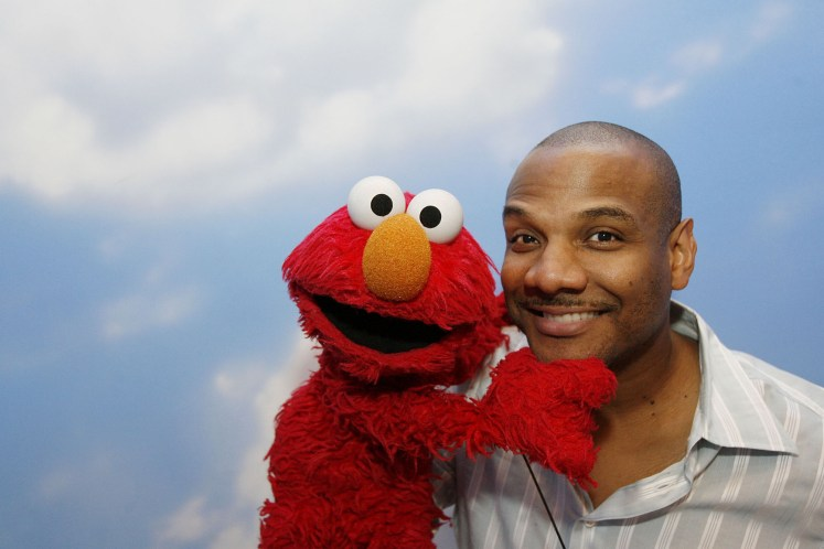 Kevin Clash and Elmo in Being Elmo (2012)
