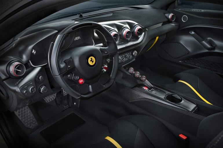 Nieuwe Ferrari F12 TdF Slide 6