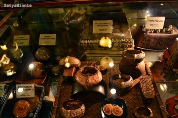 Berbagai koleksi museum