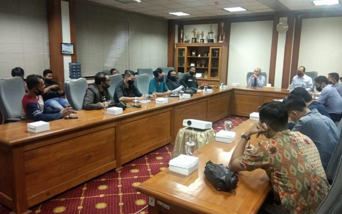 OJK Jatim Lakukan Audeinsi dengan Perwakilan Debitur Perusahaan Pembiayaan