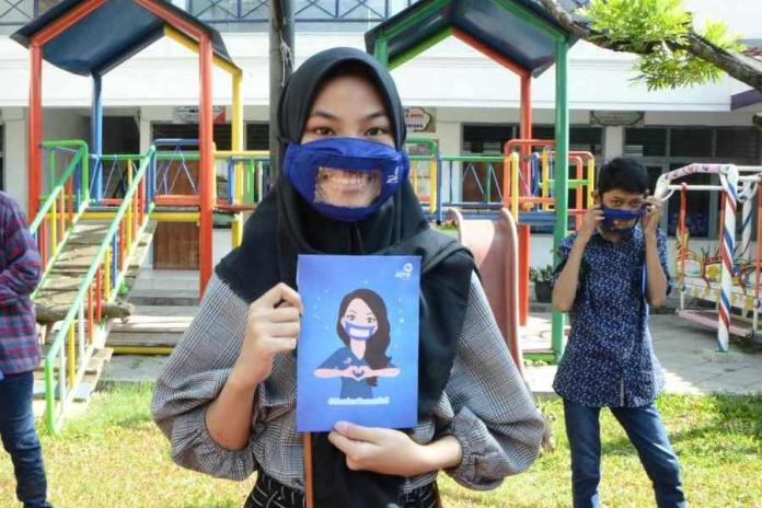 Asuransi Astra Sambut Hari Bahasa Isyarat dengan Bagikan Paket Sembako Bagi Teman Tuli