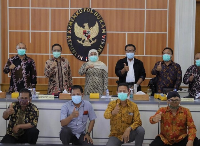 Gubernur Khofifah Antar Buruh Jatim Temui Menkopolhukam Sampaikan Aspirasi Omnibus Law