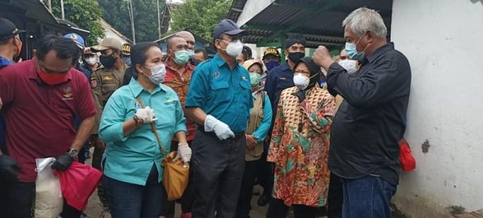 Mensos Risma Blusukan di Eks Lokalisasi di Mojokerto