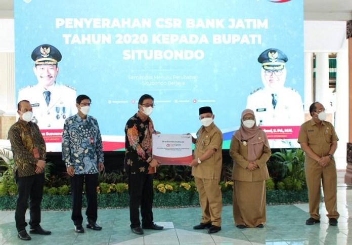 Bank Jatim Serahkan CSR untuk Pemkab Situbondo