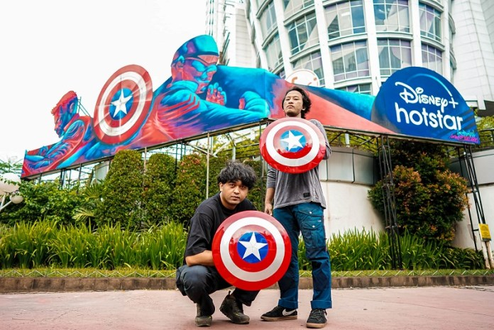 """Duo Seniman Indonesia Ciptakan Karya Seni Kolosal untuk Serial Terbaru Marvel Studios """"The Falcon and The Winter Soldier"""""""
