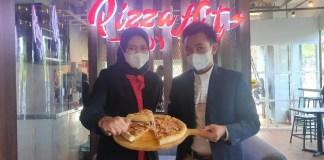 Gerai Pizza Hits di Papilio Hotel Surabaya Tampilkan Pizza Rasa Sate