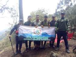 MAPALA STIT Muhammadiyah Bangil Melakukan Pendakian Gunung Arjuno Sambil Bakti Sosial dan Bersholawat Bersama di Puncak