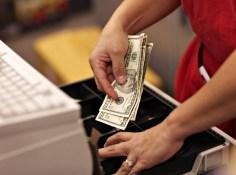 amerika-dolari-maloprodaja-midi