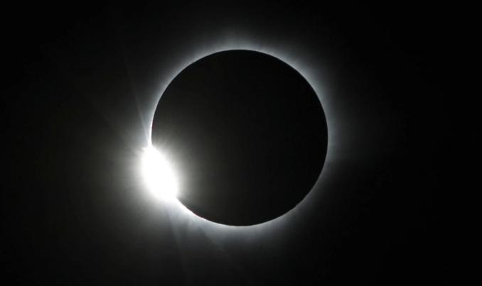 Foto Gerhana Matahari Total di Indonesia Matantimali