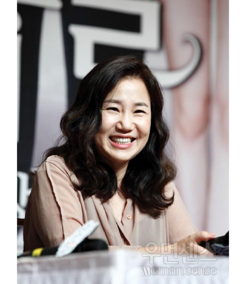 "Kim Eun Sook, The Script Writer of the Korean Drama ""Descendants of the Sun"""