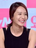 Senyum Indah Park Jung Ah dalam Press Conference