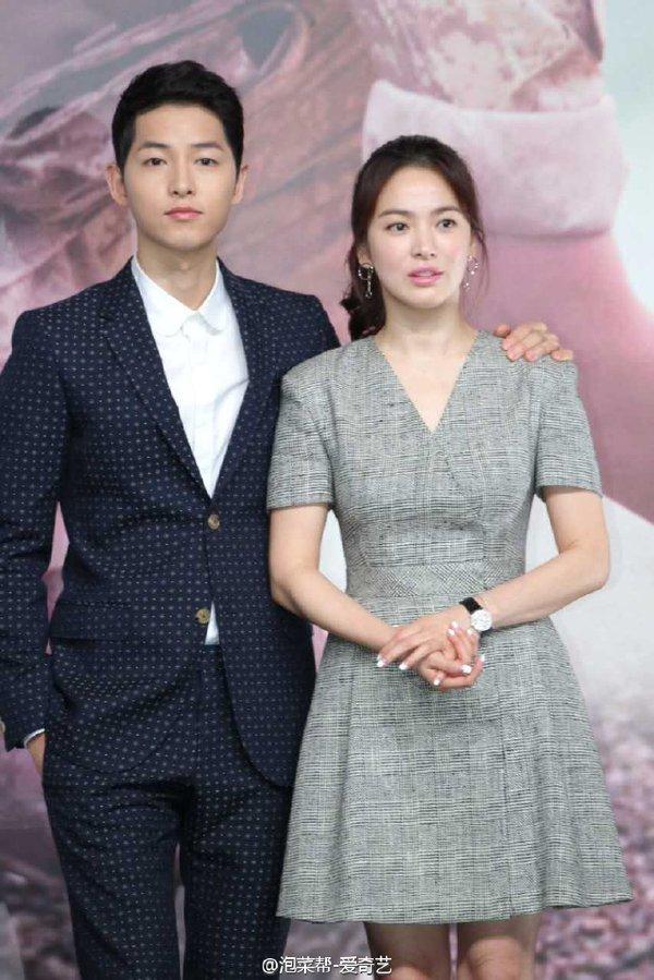 Gambar Song Jong Ki dan Song Hye Kyo Descendants of the Sun